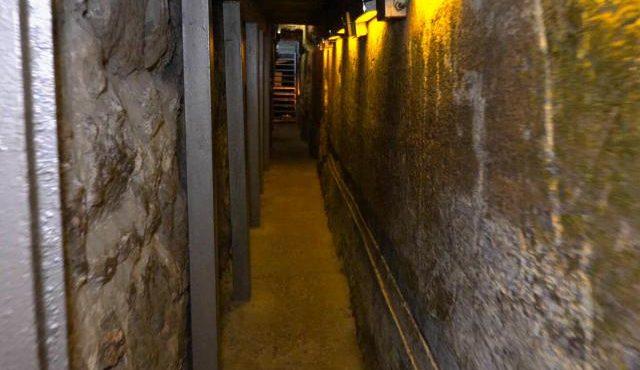 Israël : un homme se retrouve sous le mont du temple