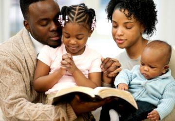 VOICI  L'IMPORTANCE DE LA CELLULE DE PRIÈRE FAMILIALE