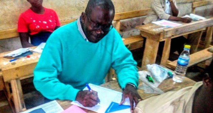 A 52 ans, un Pasteur Ivoirien de Tanda obtient son BEPC
