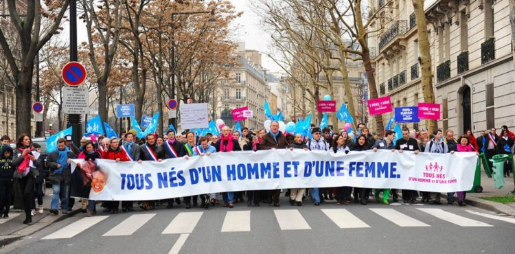 600 000 PERSONNES PROTESTENT CONTRE LA PMA  DANS LES RUES DE PARIS