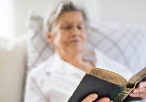 Etats-Unis : Agée de 99 ans, elle a lu 60 fois la Bible