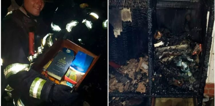 BRÉSIL: Un tiroir avec la Bible et des livres chrétiens restent intacts après un incendie.