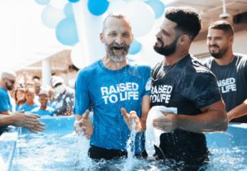 CONVERSION/ 589 PERSONNES BAPTISEES A ELEVATION CHURCH EN UN SEUL WEEK-END